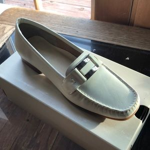 8.5 Creme Hush Puppies Loafers